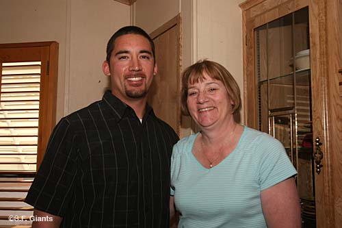 Travis Ishikawa and his mom.jpg